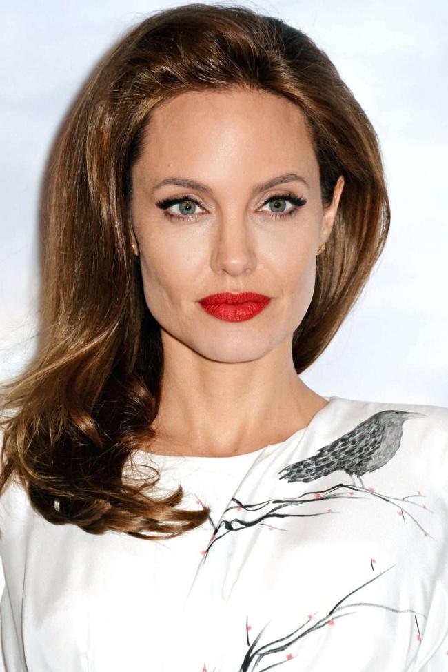 15463010-R3L8T8D-650-hbz-best-lipsticks-2014-red-angelina-jolie-488917369-lg