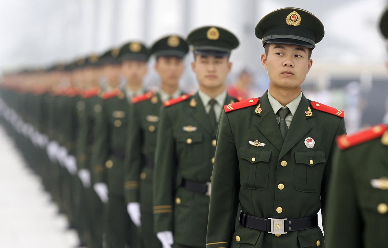 Полицейските служители строени преди церемонията по откриването на Олимпийските игри в Пекин на 8 август, 2008.
