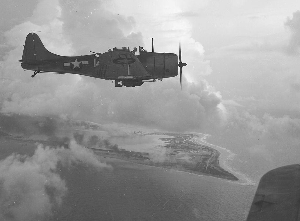 VB-5 SBD над Йорктаун – раннен Октомври 1943.