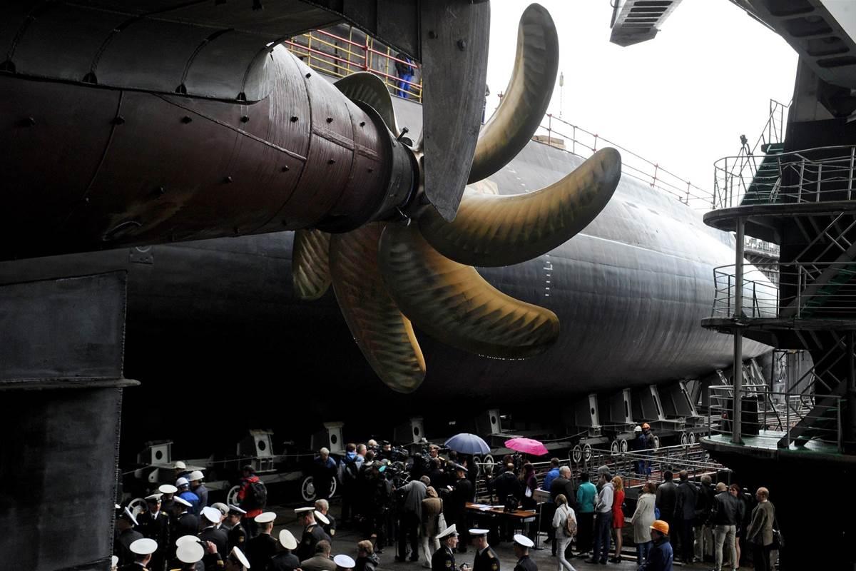 140626-russia-submarine-mn-1435_a37be2329eba41a8373cfc42d41abc2a.nbcnews-fp-1200-800