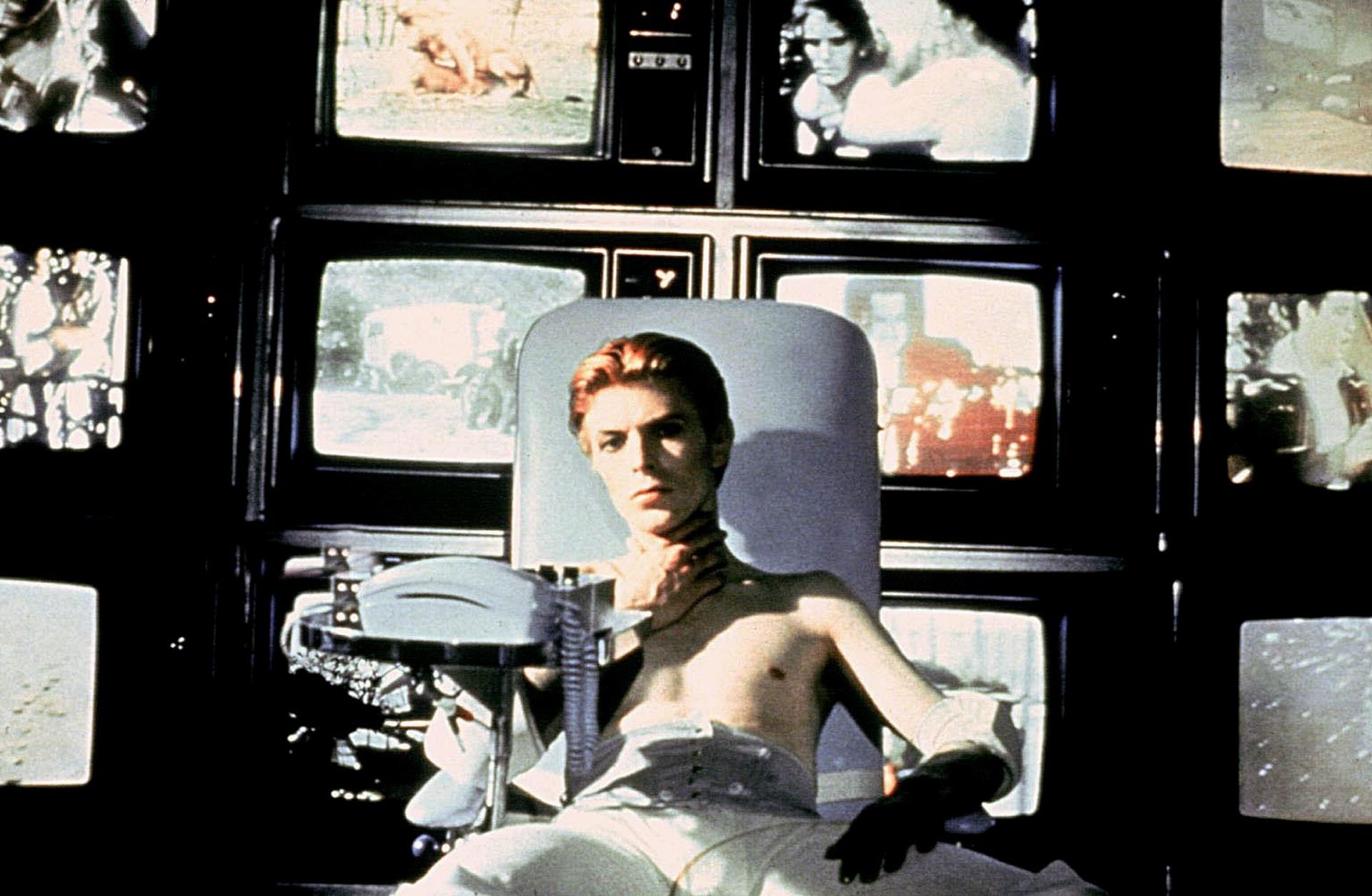 През 1976 г. във филма Човекът, който падна на Земята Снимка: Allstar / Cinetext / BRITISH LION