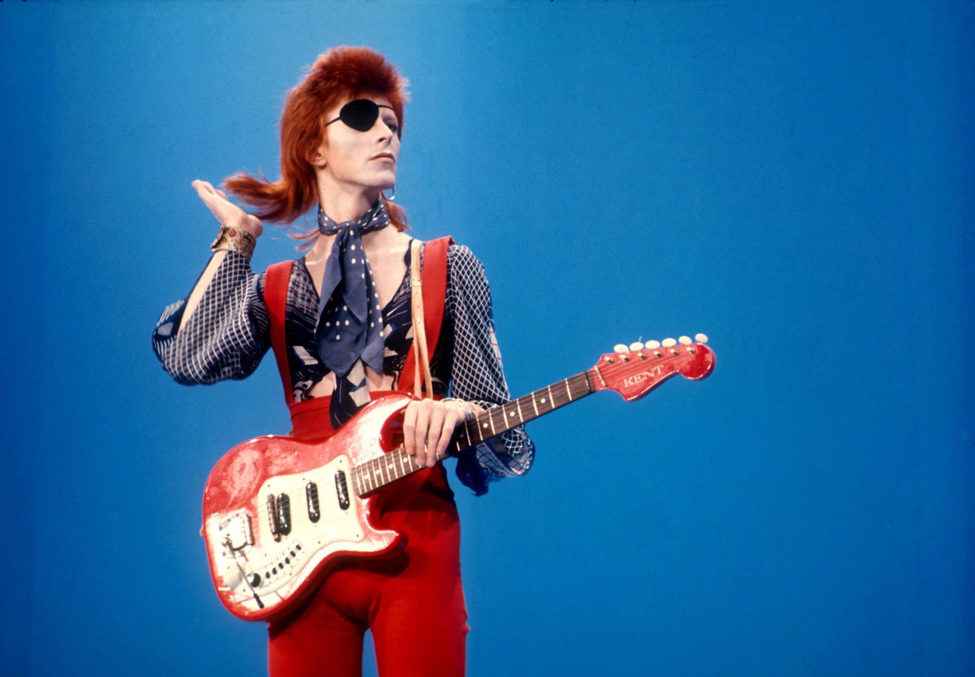 Бауи в Hilversum ТВ студия за Top Pop през 1975 Снимка: Sunshine / REX Shutterstock