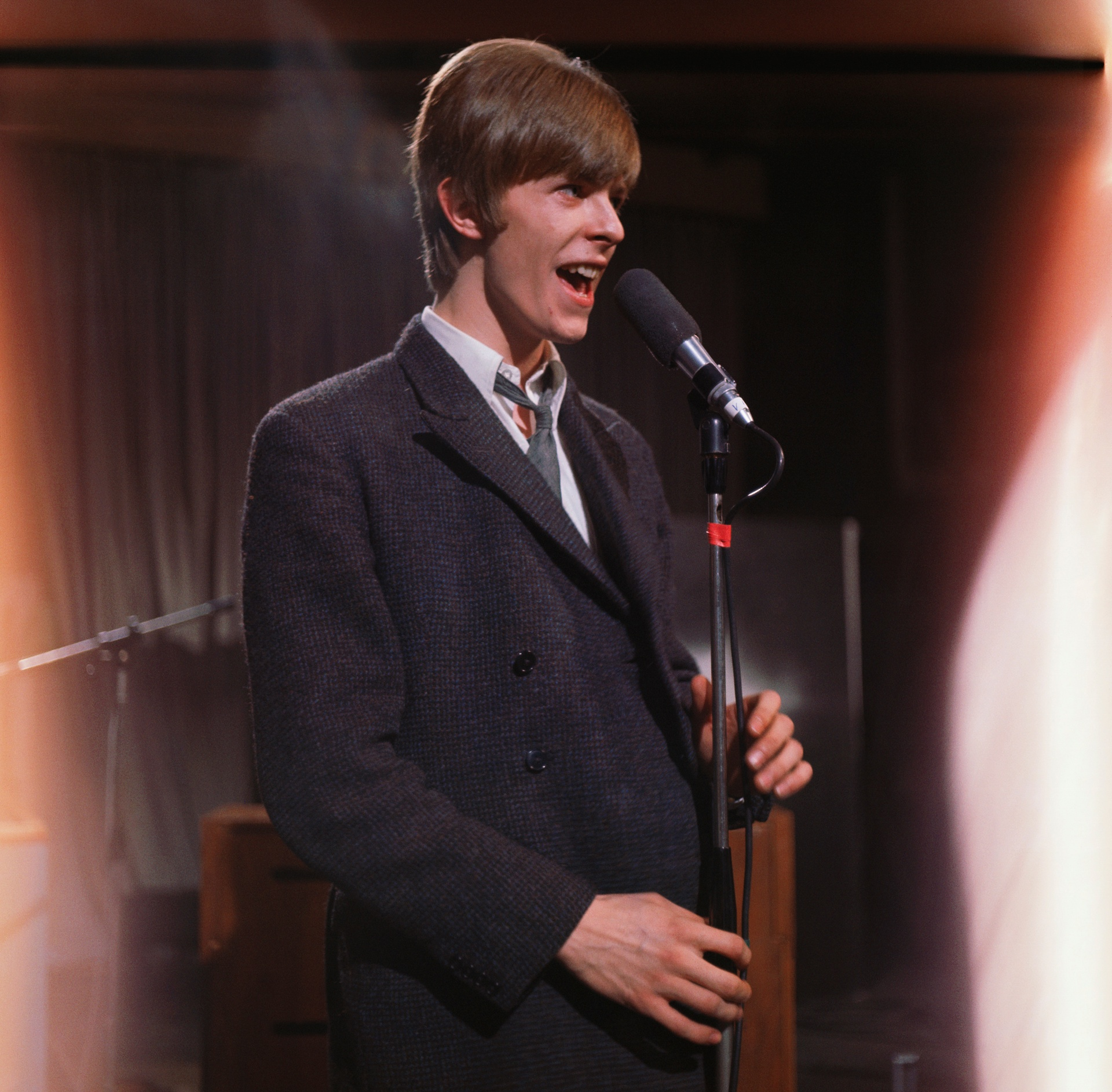 Дейвид Бауи в британското телевизионно шоу, Ready, Steady, Go през 1966 г. Снимка: : :ichael Ochs / Corbis