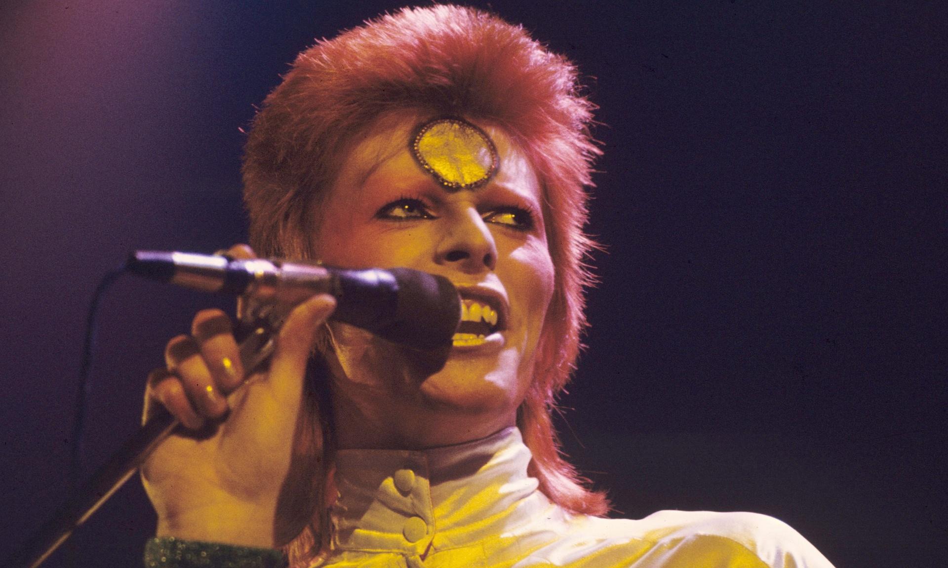 Едино от най-запомнящите се превъплъщения на Дейвид Бауи - Ziggy Stardust Фотография: Ilpo Musto / REX Shutterstock