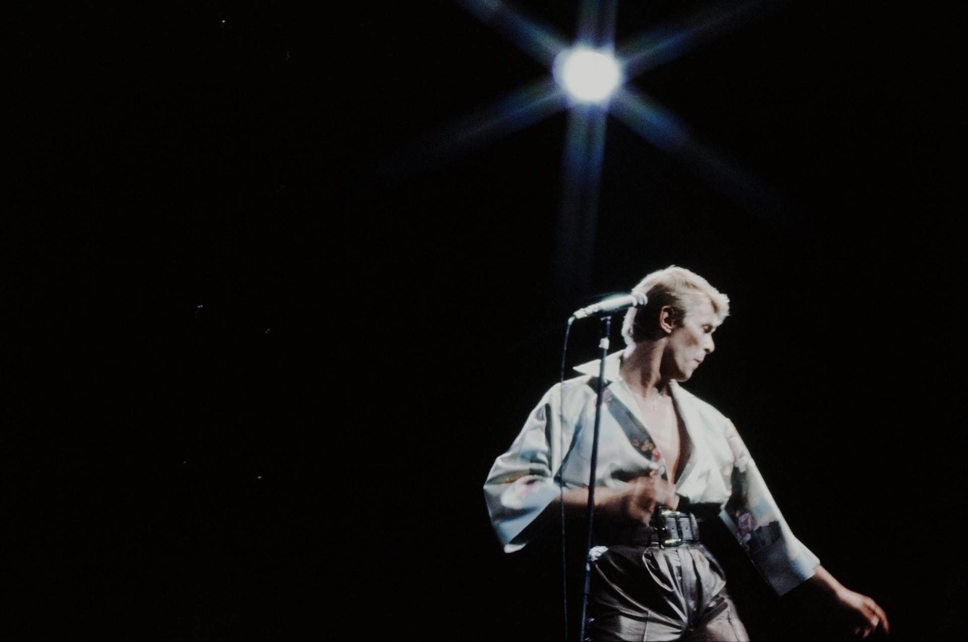 Дейвид Бауи - изпълнeние на живо от NHK Hall, Токио през 1978 г. Снимка: Shinko Music / Getty Images