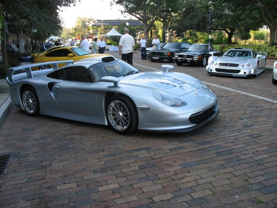 Porsche 911 GT1 vs. Mercedes-Benz CLK GTR (1)