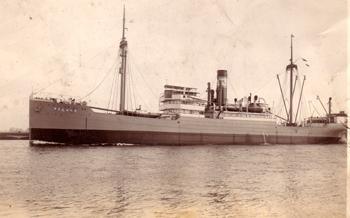 """Параход """"Родина I"""" (1935 – 1941 г.). Снимката е от фонда на Военноморския музей – Варна."""