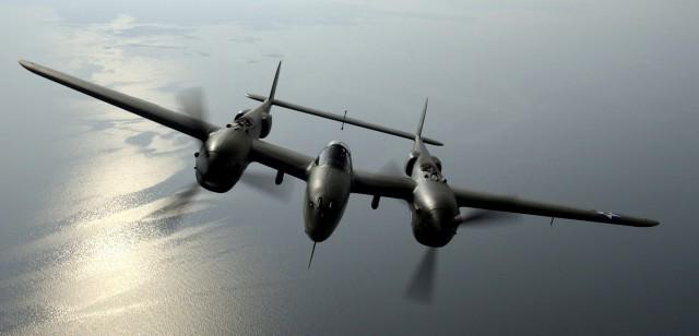 P-38_Lightning_head-on-640x308