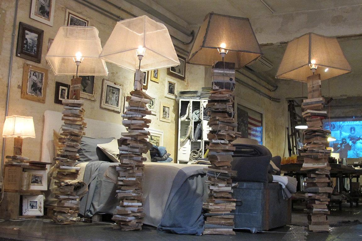"""7. """"Вълшебната лампа""""... упс! Лампи! Рециклирана хартия и стари книги с нов блясък."""