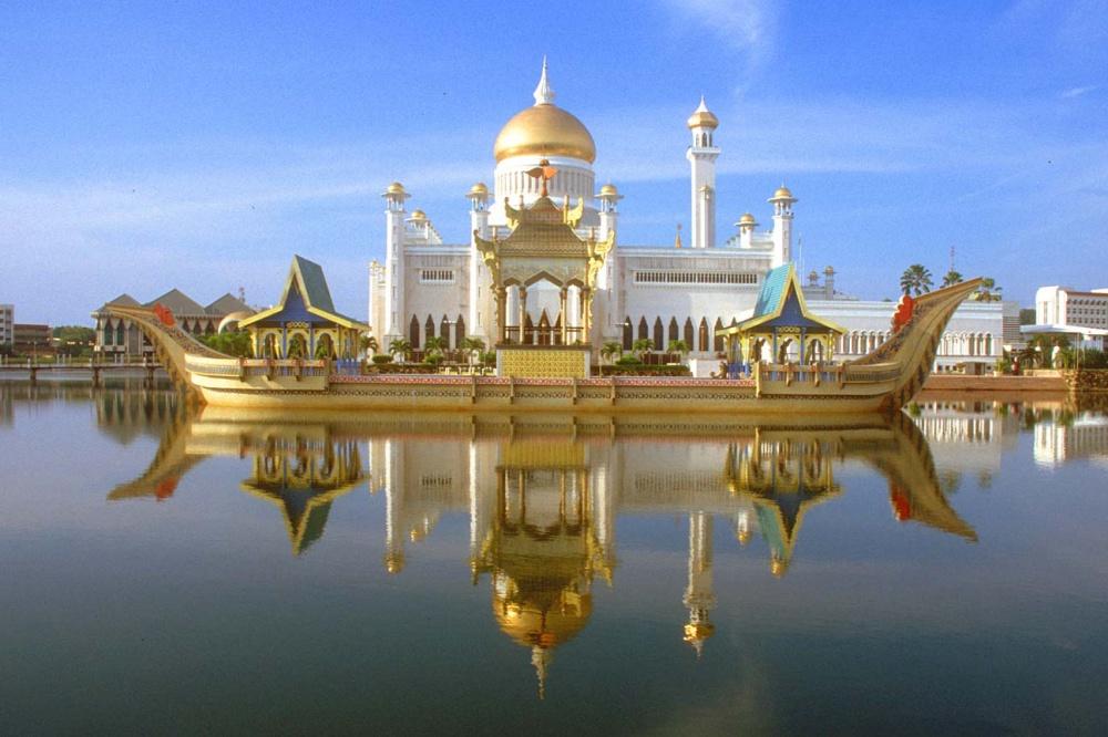 7885310-1000-1458288579-Istana-Nurul-Iman-in-Brunei4