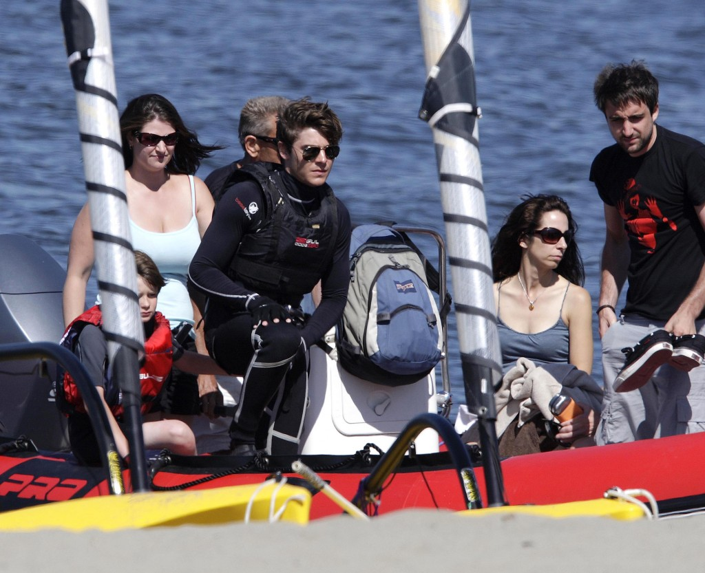 07-16-09 Vancouver, Canada Exclusive: Actor Zac Efron taking some scuba lessons for his upcoming movie 'The Death and Life of Charlie St. Cloud' in Vancouver, Canada... Exclusive Pix by Flynet ©2009 818-307-4813 Nicolas 310-869-0177 Scott