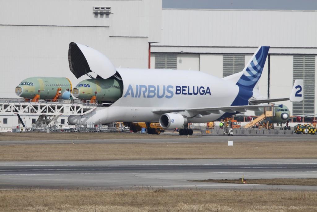 F-GSTB_-_2_Airbus_A.300B4-608ST_Beluga_Airbus_(8634655670)