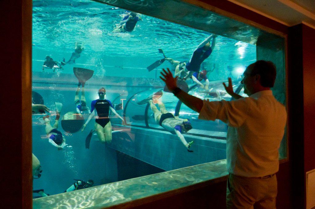 Y-40-The-Deep-Joy-The-worlds-deepest-pool-windows_150061-1024x682
