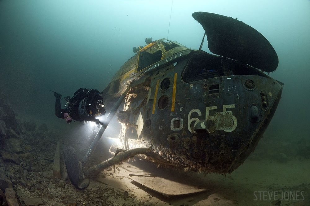 helicopter-underwater-wreck-royal-navy-diver-england