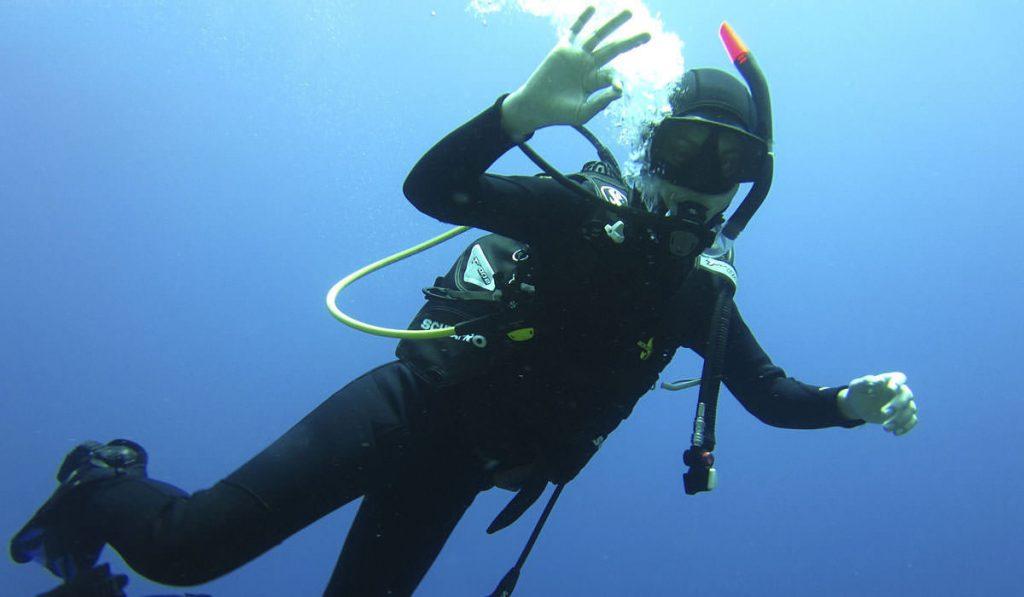 sea-u-folegandros-dive-center-scuba-diver-padi2
